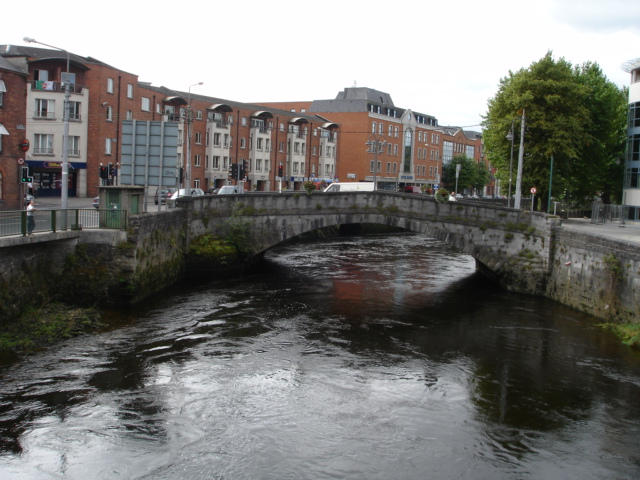 Baal's bridge which joins the Englishtown on the right with the Irishtown on the left.