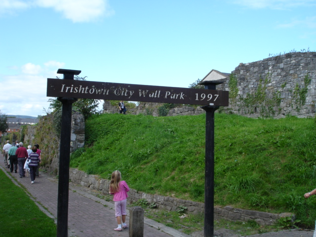 This part of the city walls is the longest remaining section of the walls of Limerick.It is 640 feet in length,over 75 feet high and 7 feet in thickness.