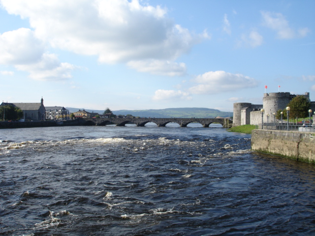 Thomond bridge with King John's castle on the right.On the left is the district of Thomondgate.